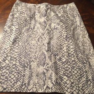 NY&CO Gray & White Snake Print Short Skirt- 6